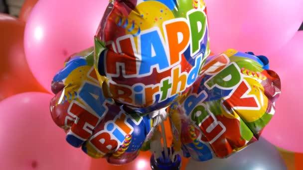 Boldog születésnapot jelenik meg lufi