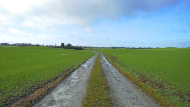 cesta krajinou v poli