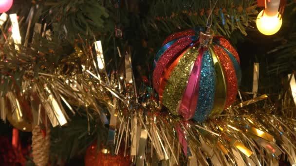 Vánoční strom a míček