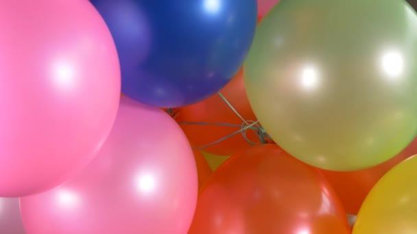 Šťastné narozeniny barevné bubliny