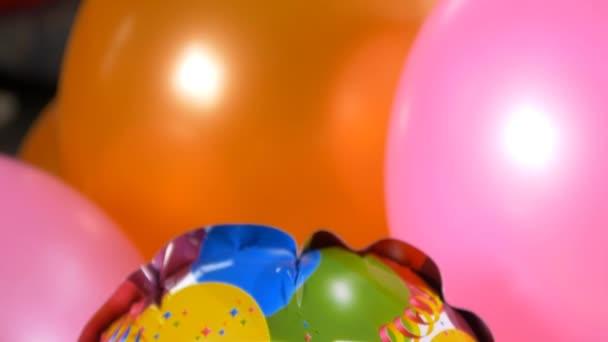 Šťastný narozeniny zpráva na balónky