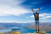Fotografie Úspěšný muž turistika na mountain