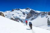 Fotografia Gruppo di alpinisti in inverno