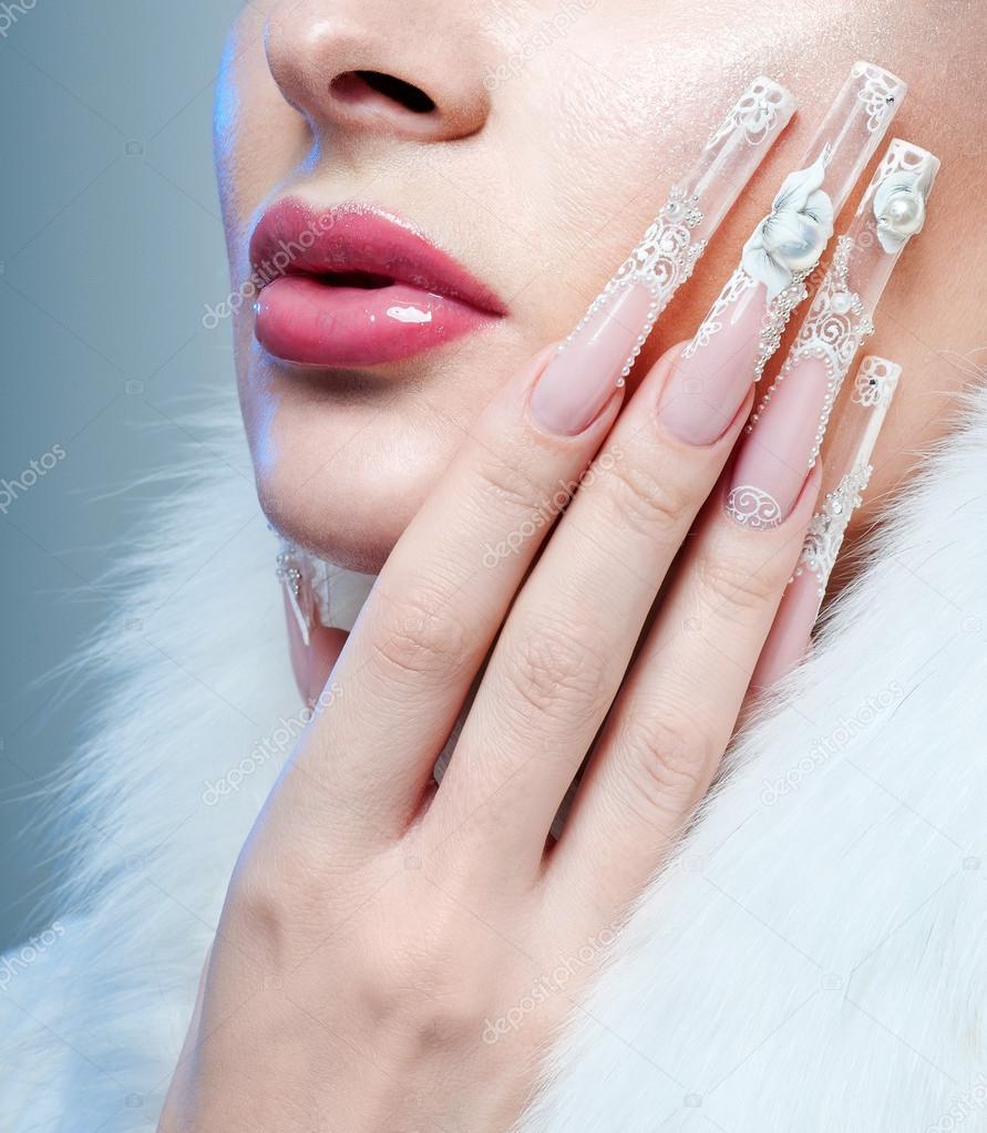 Schöne Frau mit perfekten Nägel — Stockfoto © SvetlanaFedoseeva ...