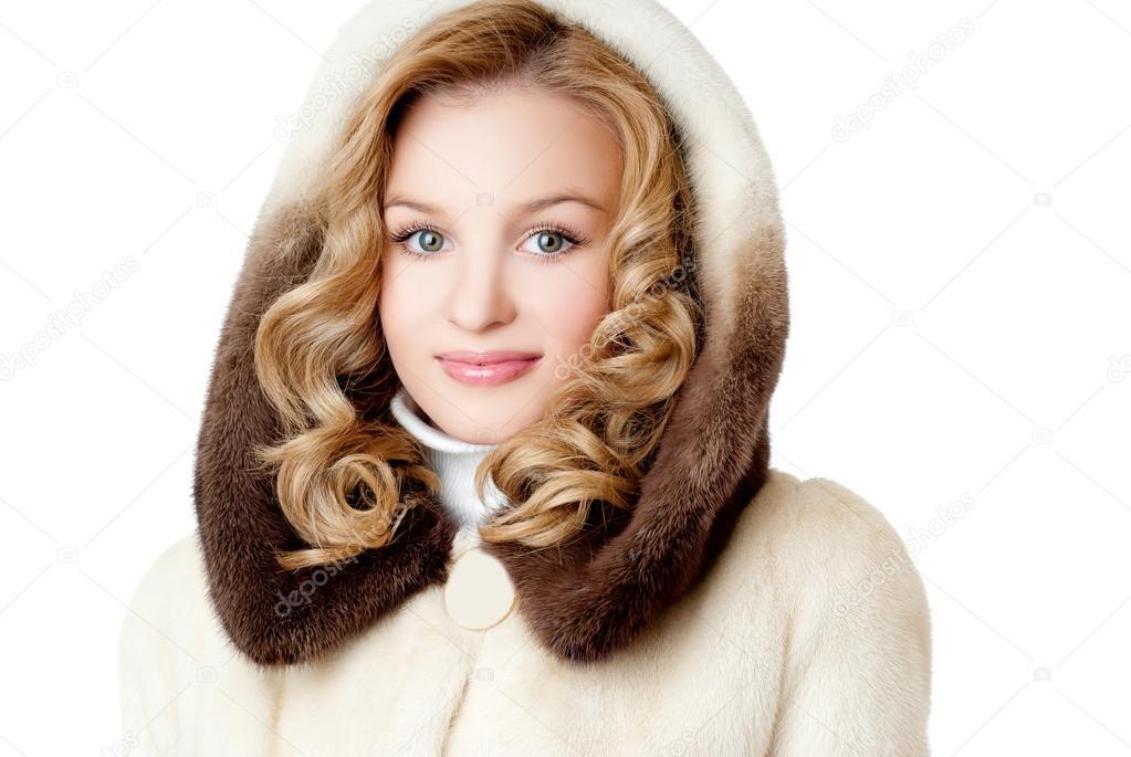 милая блондиночка в шубке
