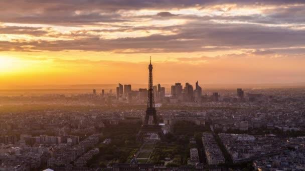 panorama města a Eiffelova věž