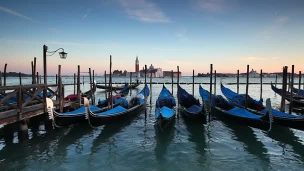 Quay a Piazza San Marco con le gondole