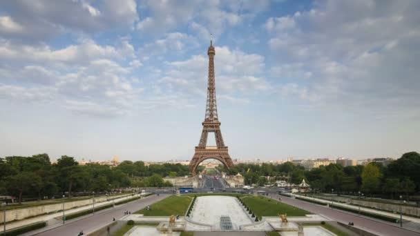 A természetes fény, a párizsi Eiffel-torony