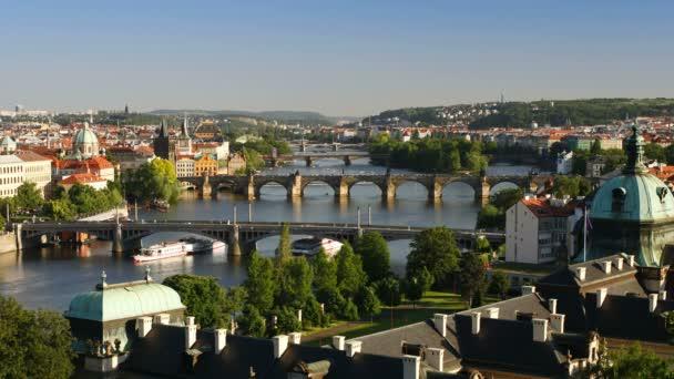 V Praze včetně Karlova mostu