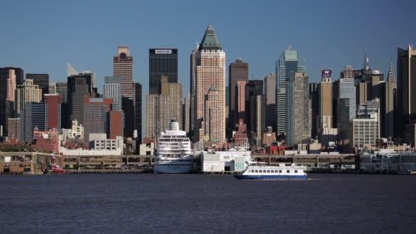 Manhattan attraverso il fiume di Hudson