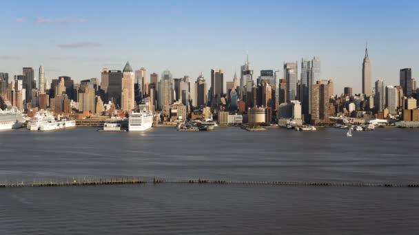 Midtown Manhattanu přes řeku Hudson