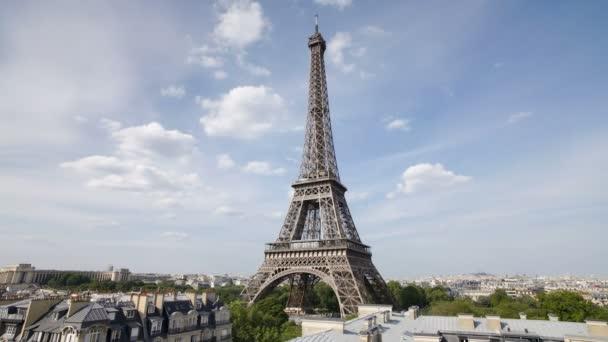 Eiffelova věž v přirozeném světle, Paříž