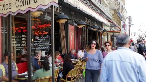 Kavárna a street scéna Montmartre