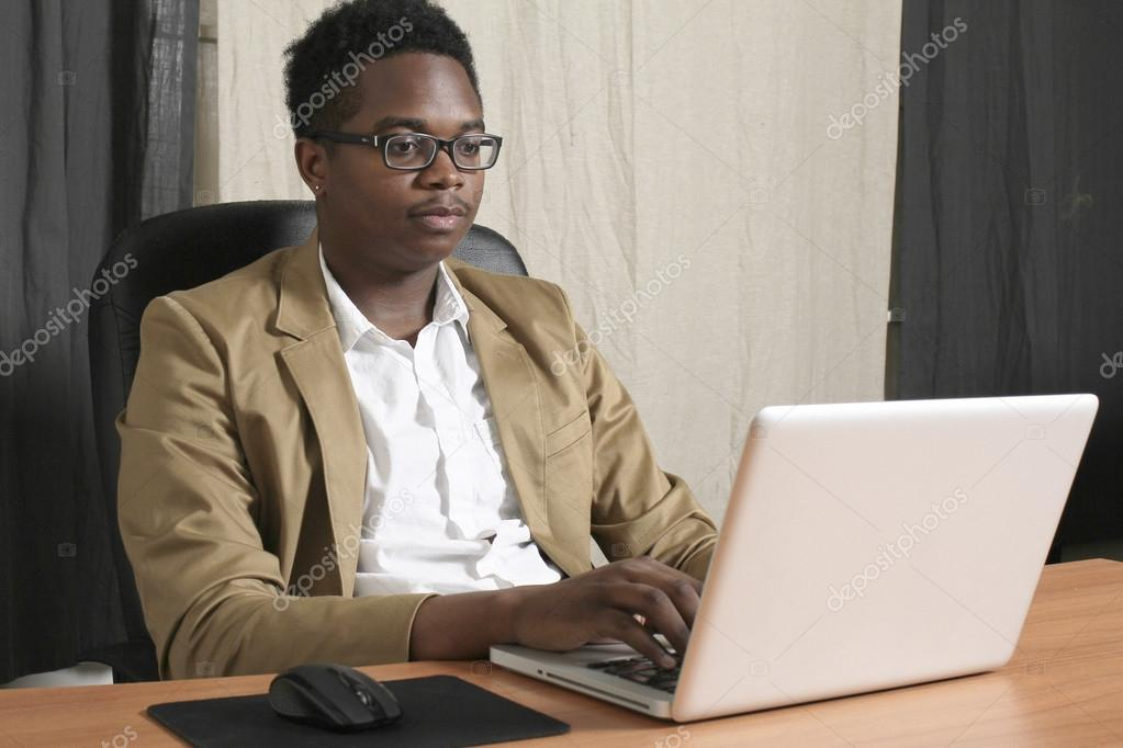 Homme daffaire noir au bureau u2014 stock photo © kpos.stagiaire@gmail