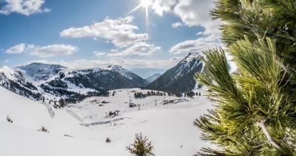 Italské lyžařské středisko v Alpách