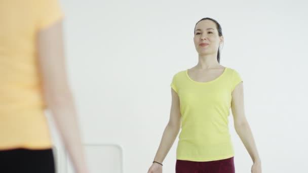 edző és a jóga diák
