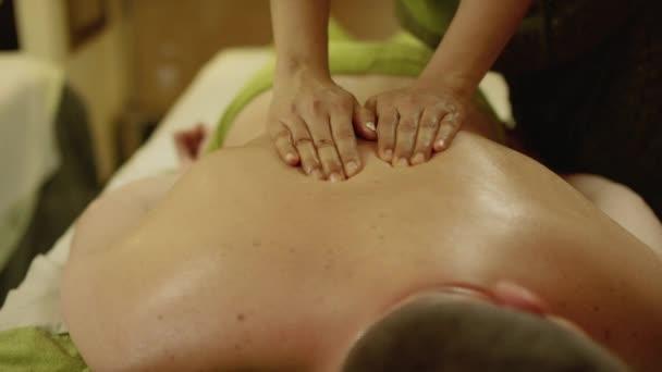 Aromatherapie Ölmassage