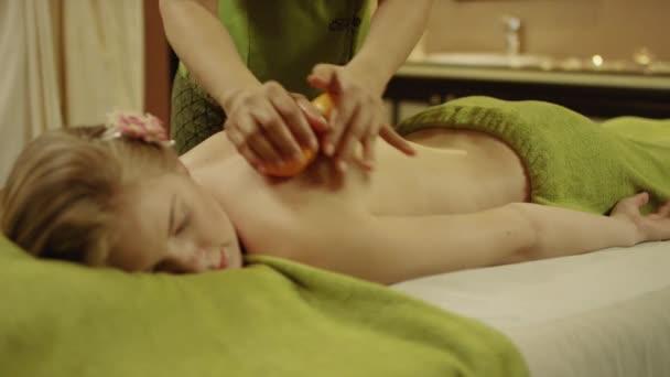 masáž s pomeranči