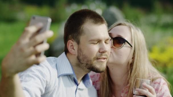 making kissing selfie