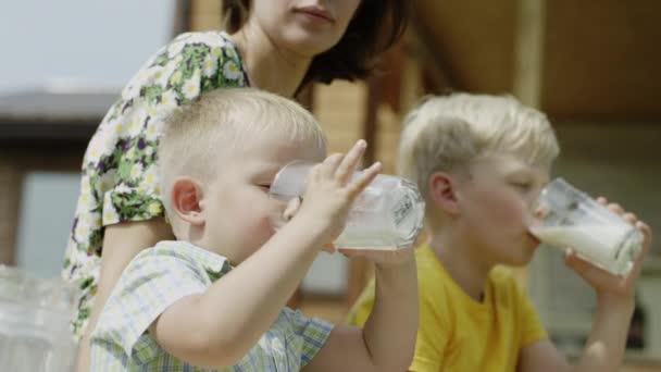 děti pít mléko