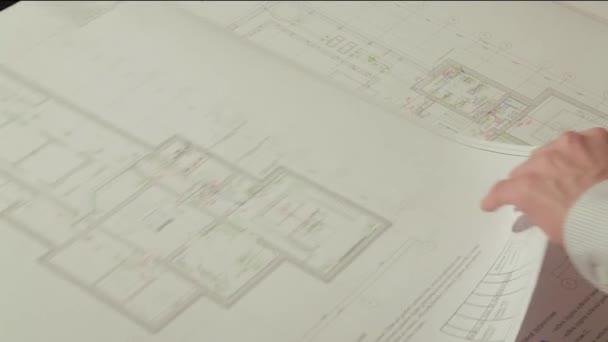 Architekt v jeho studiu