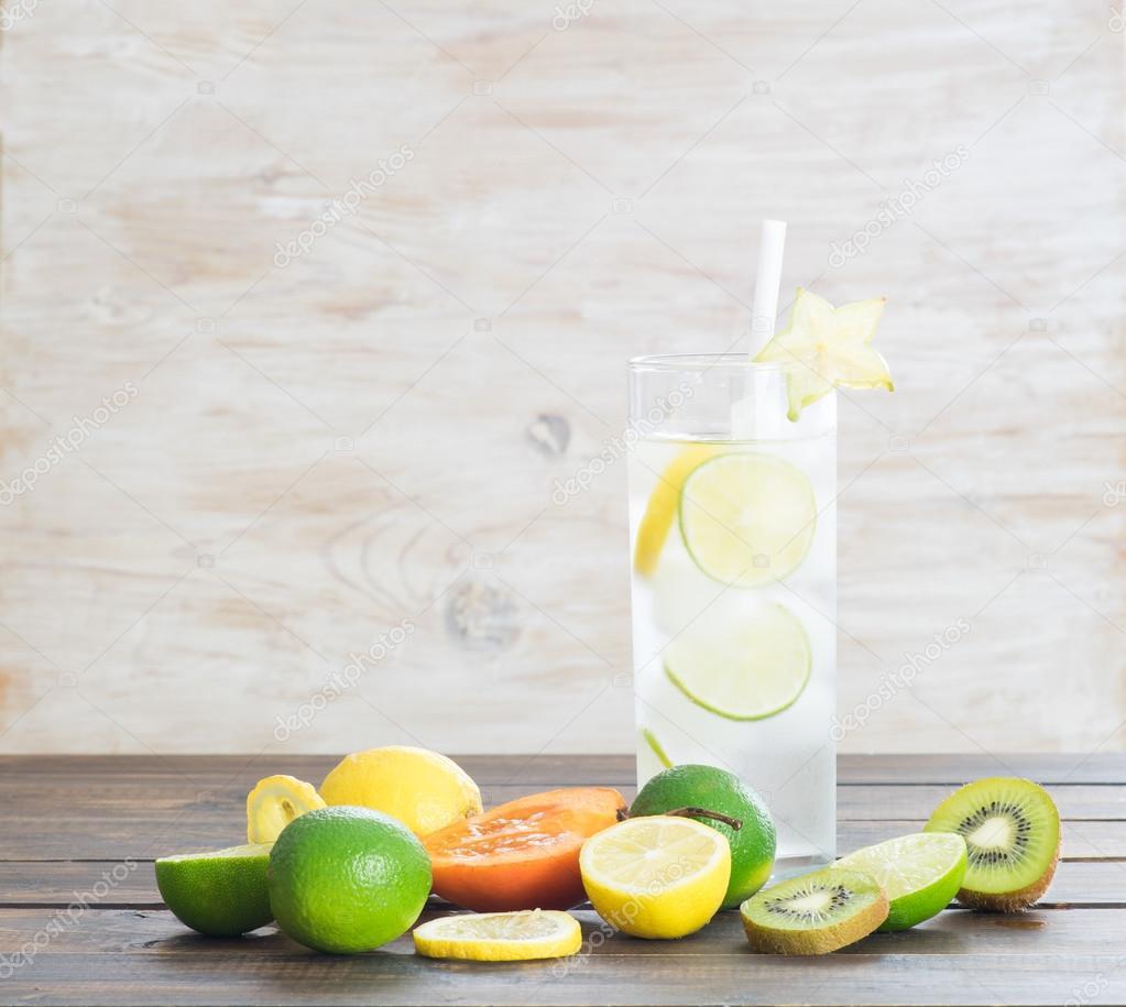 Eis, kalte Getränke und exotische Früchte — Stockfoto © Happy_Life ...