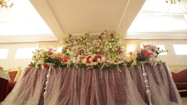 Dekorierten Tisch für ein Hochzeitsessen, schöne Tischkultur
