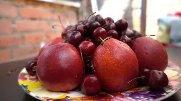Zárja be a különböző friss gyümölcsök, a nektarin és a cseresznye