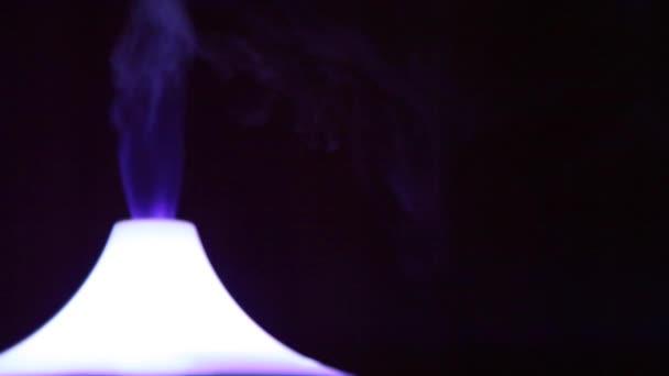 Světlé aroma lampa fialová kouř