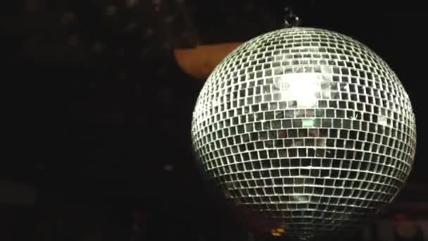 Disco mirror ball sötét háttér