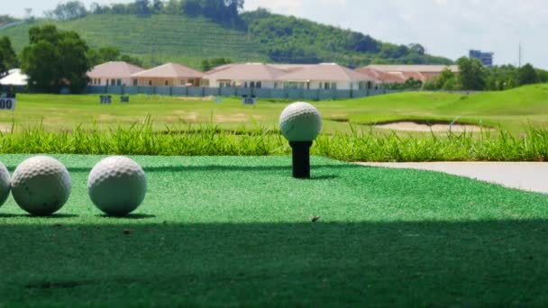 Řídit golfový míček podobě Golf dávkovač akcií videozáznam