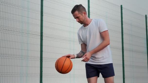 Aktivní volný čas s basketbalem venku