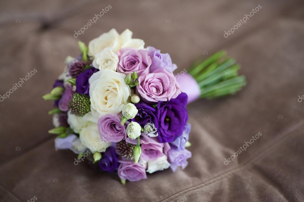 Nahaufnahme Eines Wunderschonen Brautstrauss Auf Beige Hintergrund