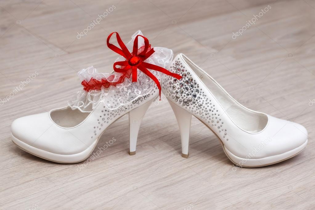 46bf9747f6 Elegáns fehér női esküvői cipők. Menyasszonyi cipő — Stock Fotó ...