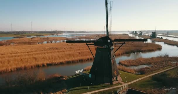 4K záběry větrných mlýnů v Kinderdijk, Nizozemsko