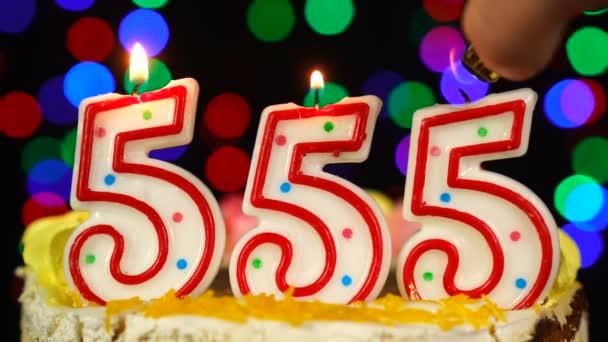 Száma 555 Boldog születésnapot torta égő gyertyákkal Topper.