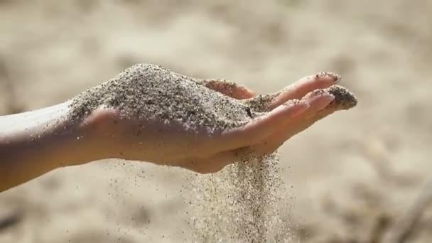 A makró fényképez-ból odaad-val homok testét, kiterítvén, ujjak.
