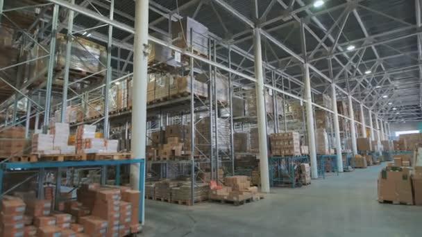 hosszú verem a megállapodás az áruk a nagykereskedelmi és kiskereskedelmi raktár raktár.