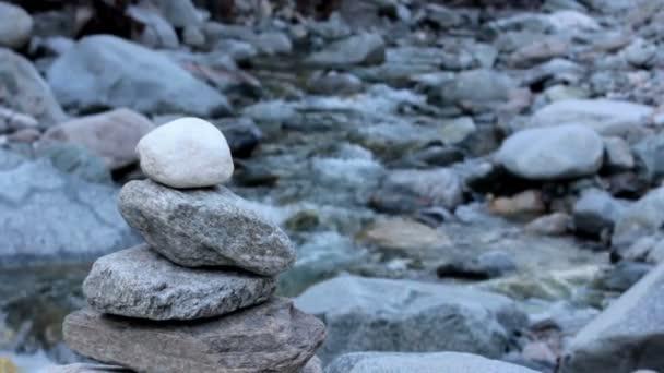 Kamenná Mohyla u řeky