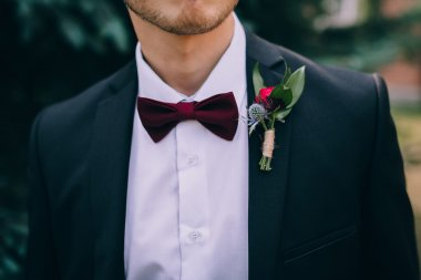 Groom wearing suit and boutonniere