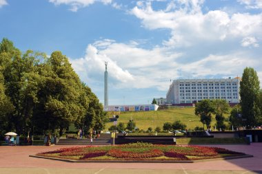 Presentation of Samara - the city hosting the football world Cup in 2018, a view of the Glory monument and the administration building from the promenade