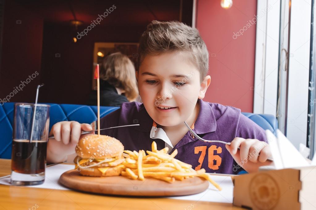 Fotos: Niños Comiendo Hamburguesas