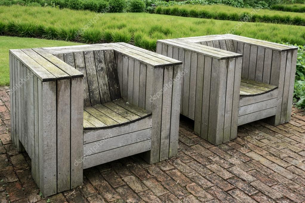 Houten Stoel Tuin.Houten Tuin Stoel Engeland Verenigd Koninkrijk Stockfoto