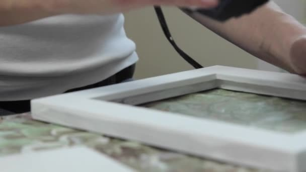 Kız El Yapımı çerçeve Boyama Sonra Saç Kurutma Makinesi Kurur Stok