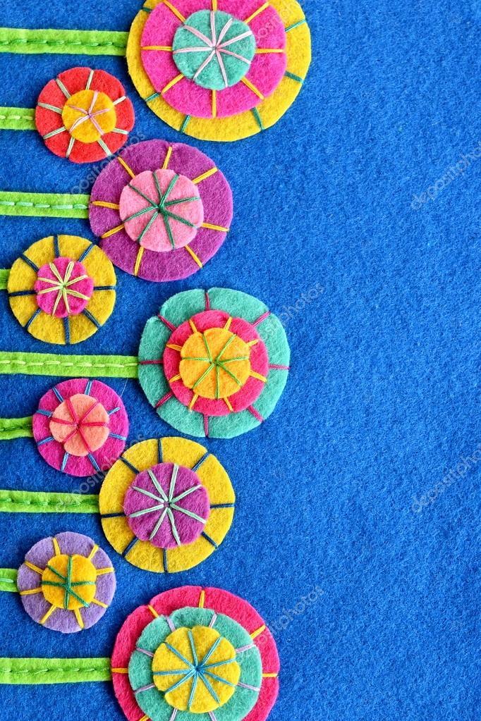 Bunte Blumen Auf Einem Blauen Filz Blatt Diy Design Und Dekor