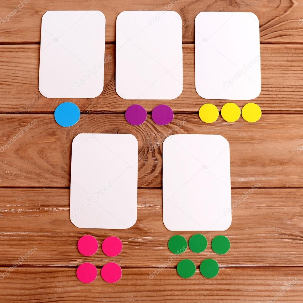 Tarjetas y círculos de cortan de la cartulina de color. Cómo hacerte ...