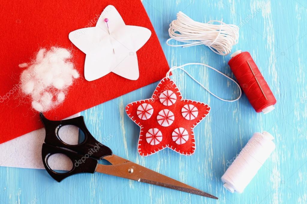 Decoracin estrella de fieltro Navidad patrn de papel prendida a