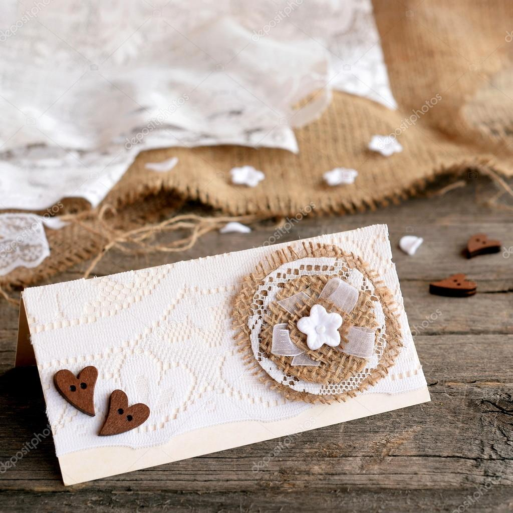 Invito Matrimonio Rustico : Carta di invito matrimonio rustico su fondo di legno vecchio