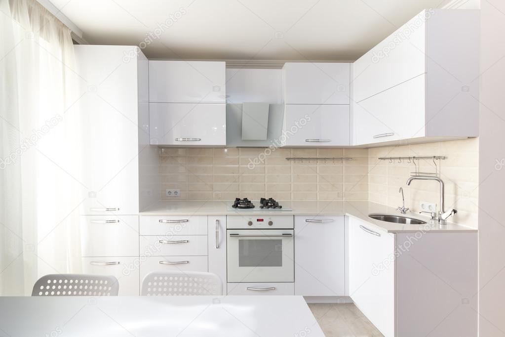 Fehér fényes, modern konyha — Stock Fotó © Rois010 #112566624