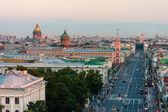 Kilátás a Nevsky Prospekt reggel-St. Petersburg-ban autó nélkül. A horizon Szent Isaacs székesegyház és a Kazan katedrális